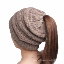 Women′s Soft Stretch Cable Knitted Messy High Bun Ponytail Cap Beanie Hat (HW131)